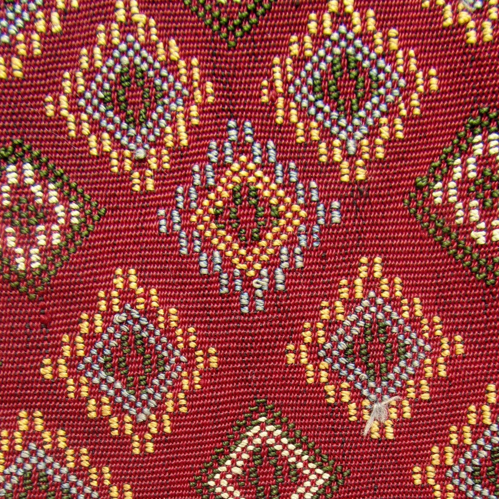 Detailed view of the front of the weaving. Each diamond here measures 1.5cm along each side.